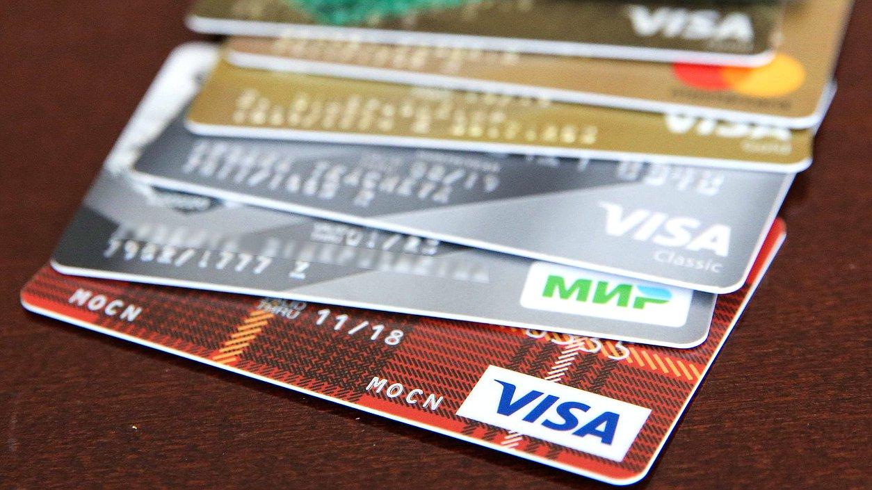Госдума РФ приняла закон о контроле за снятием наличных с карт иностранных банков