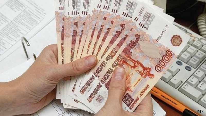 Долги россиян по кредитам растут в два раза быстрее зарплат