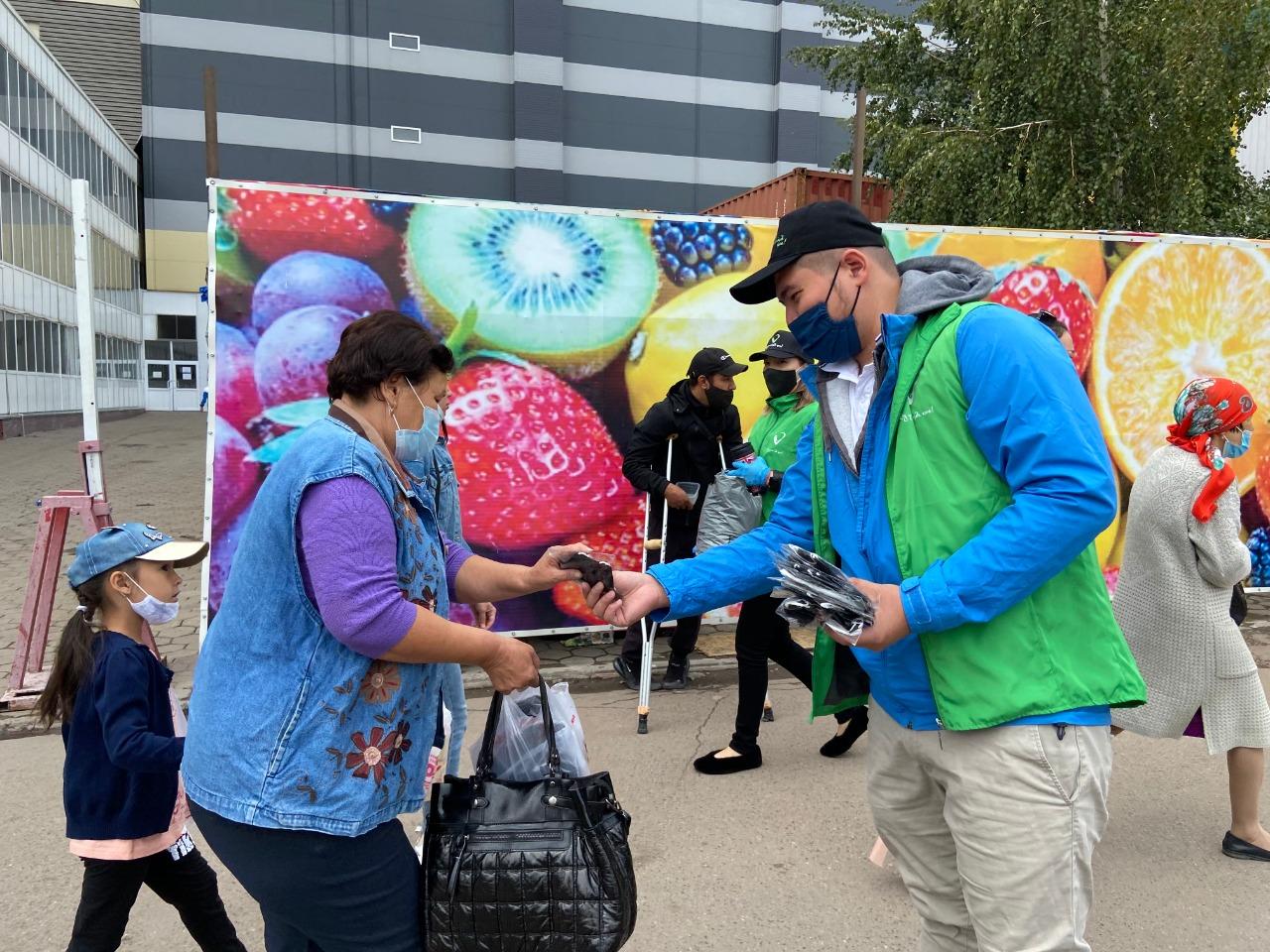 Свыше 5000 многоразовых масок раздали волонтеры в пяти городах РК