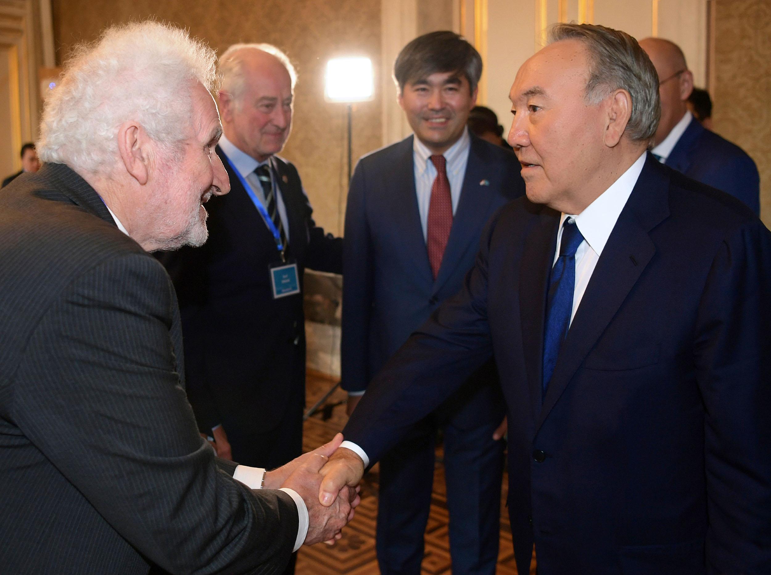 Нурсултан Назарбаев обсудил с WTCA привлечение крупных корпораций в МФЦА