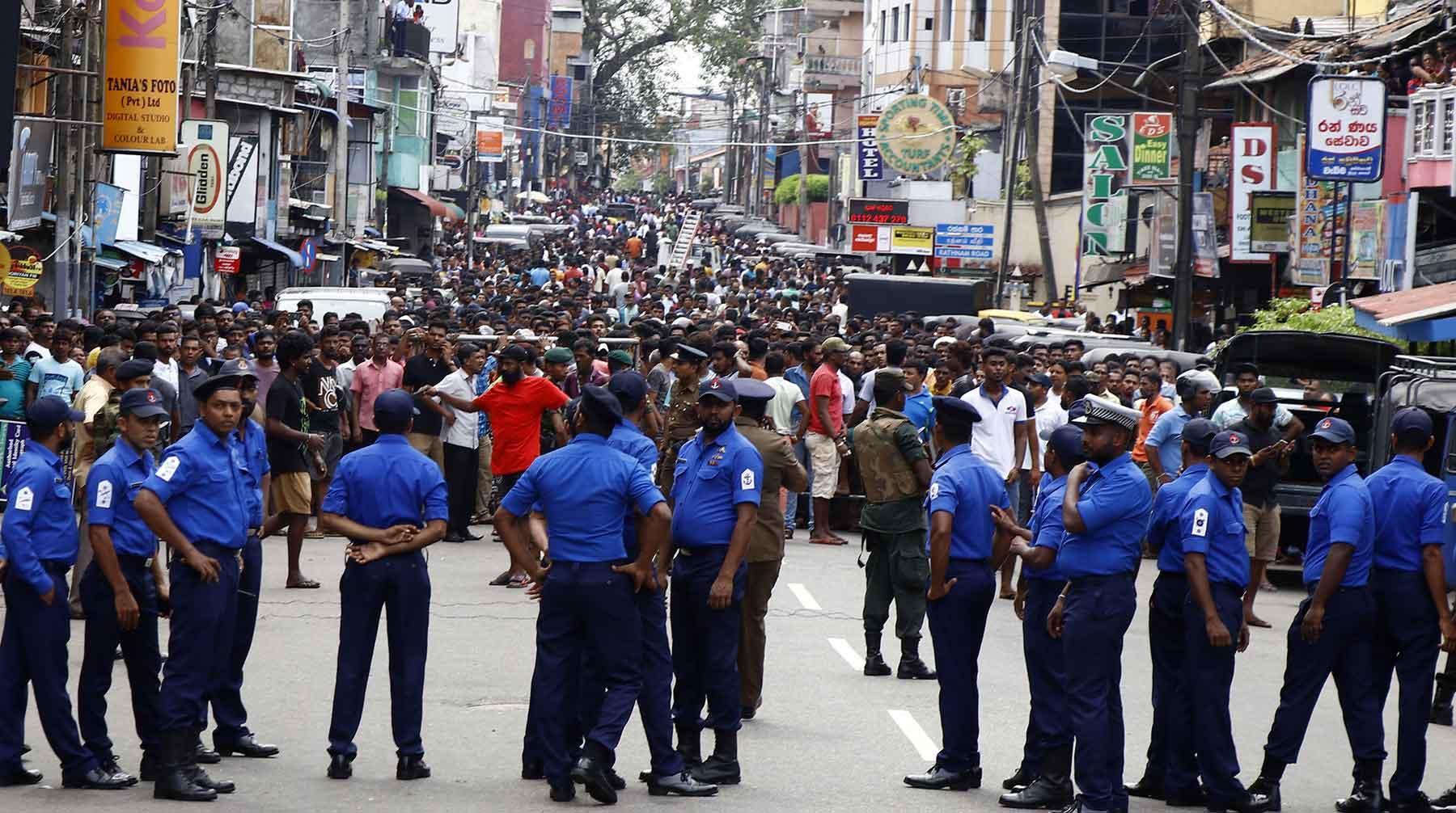 На Шри-Ланке после терактов ввели запрет на ношение закрывающей лицо одежды