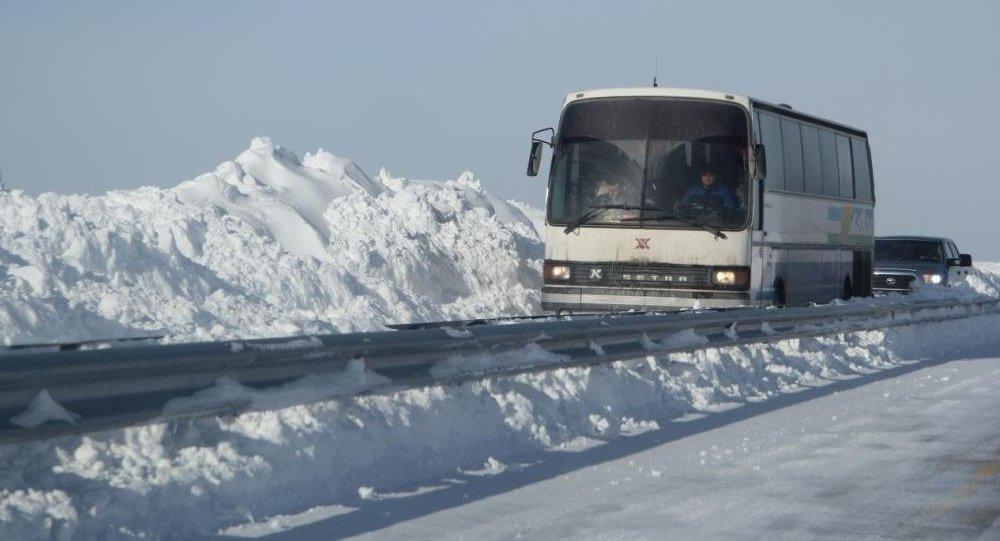 Более 50 граждан Узбекистана эвакуированы из сломавшегося на трассе в Казахстане автобуса