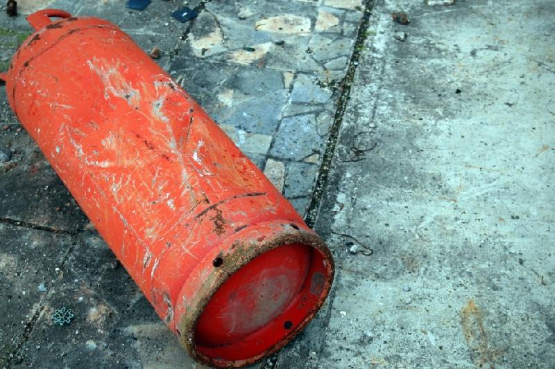 В Семее пожарные предотвратили взрыв газового баллона