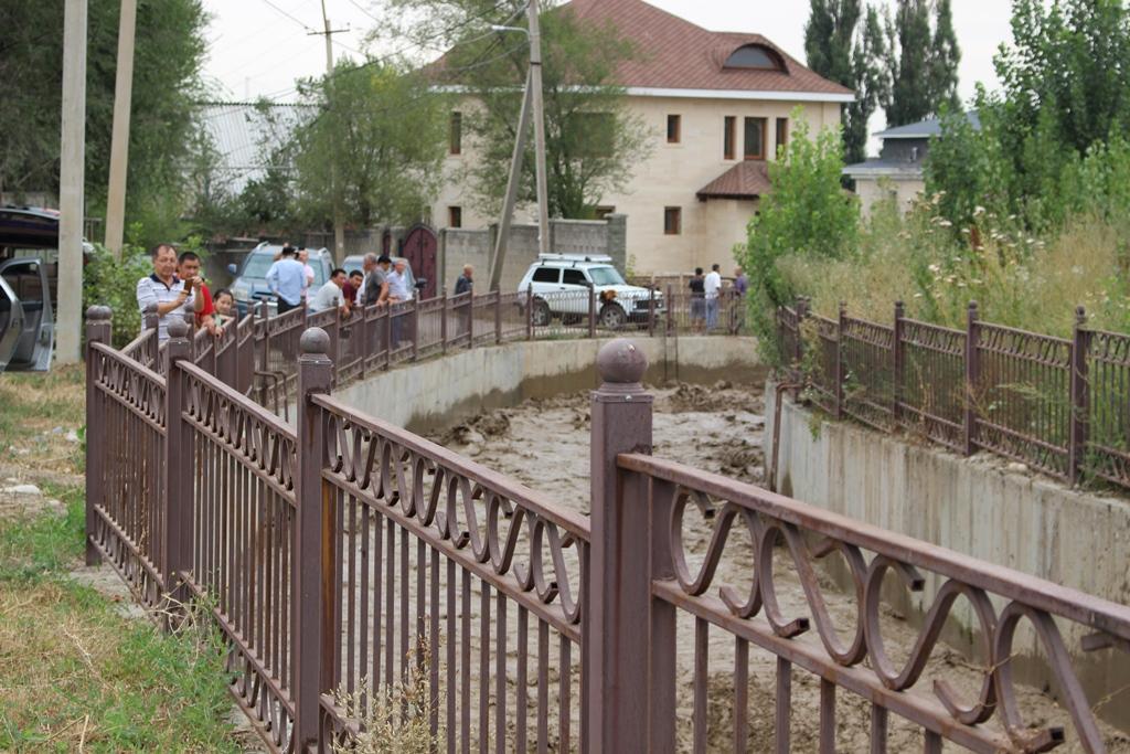 Дождь в Алматы не вызвал повышения уровня в реке Каргалинка