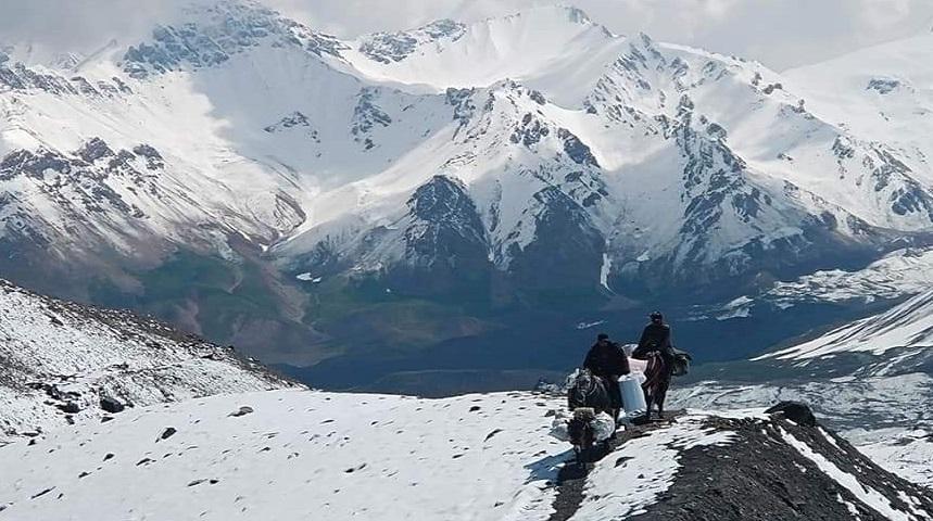 Туыстары жоғалған альпинистер тірі деп үміттенеді