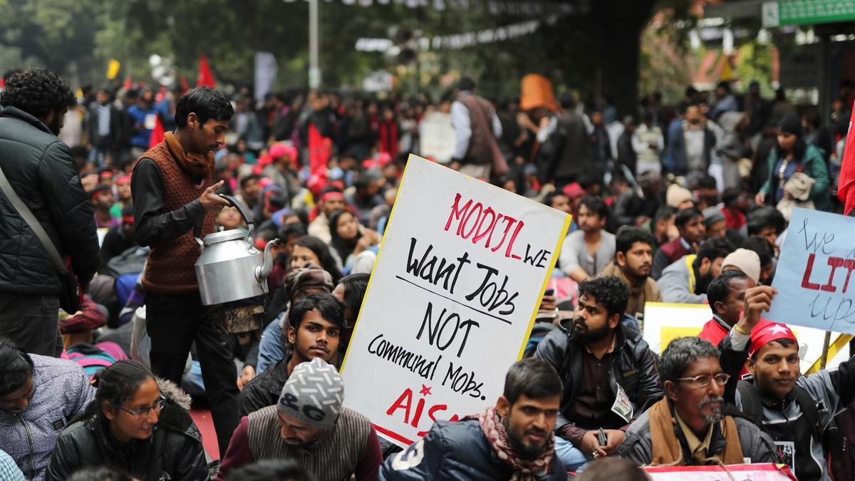 Үндістанды жұмыссыздық жайлап барады