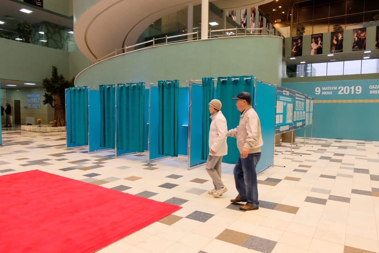 Кандидат в Президенты РК Дания Еспаева проголосовала на избирательном участке в Нур-Султане