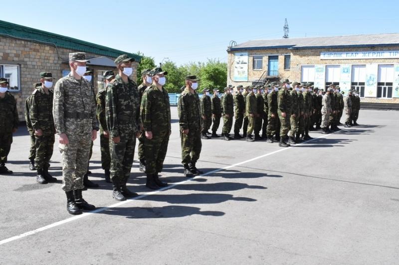 Қарағандыда карантиндік іс-шараларға қатысқан әскери міндеттілер марапатталды