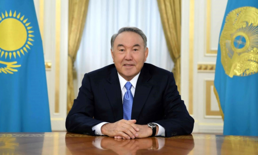 Назарбаев поздравил шахтеров с профессиональным праздником