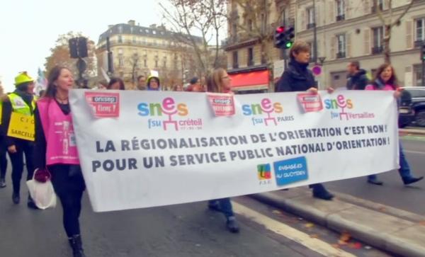 Парижде ел президентінің саясатына наразы мұғалімдер көшеге шықты