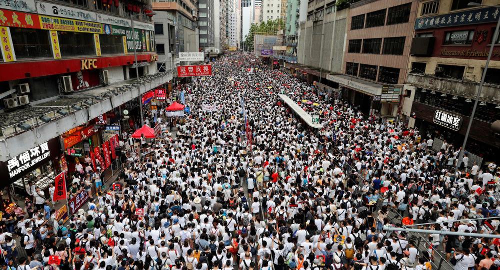 Трамп сообщил о стягивании китайской армии к границе с Гонконгом