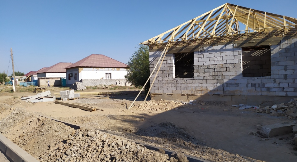 Арысцы не довольны ходом восстановления поврежденных и разрушенных домов
