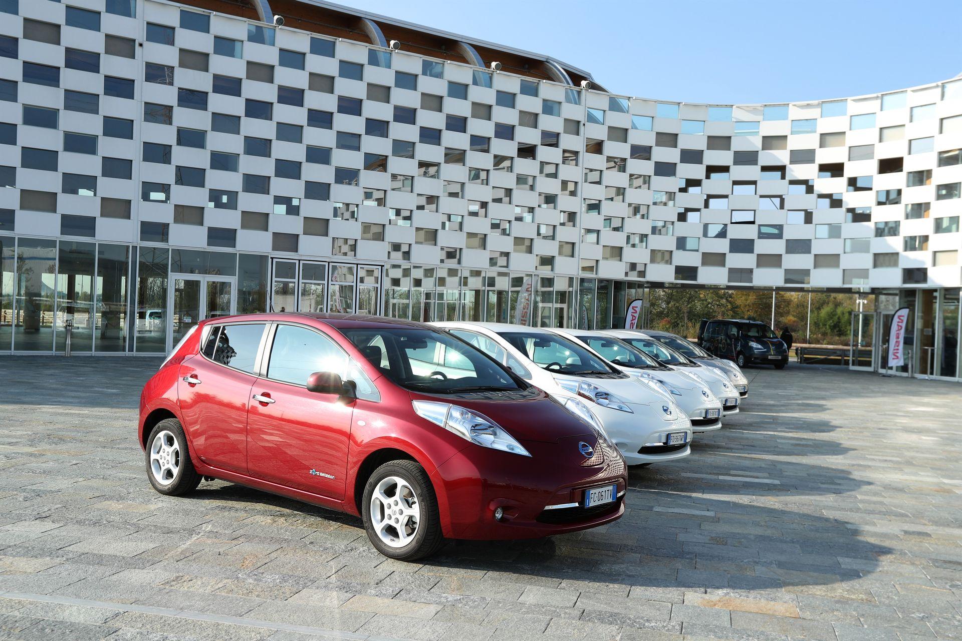 Правительство Франции требует объединить Renault и Nissan в единую компанию