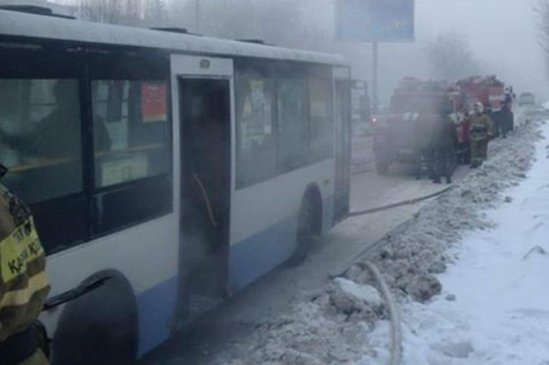 Өскеменде жолаушылар автобусы өртенді