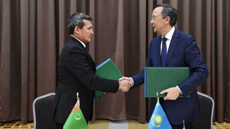 Казахстан и Туркменистан обменялись ратификационными грамотами после Каспийского саммита