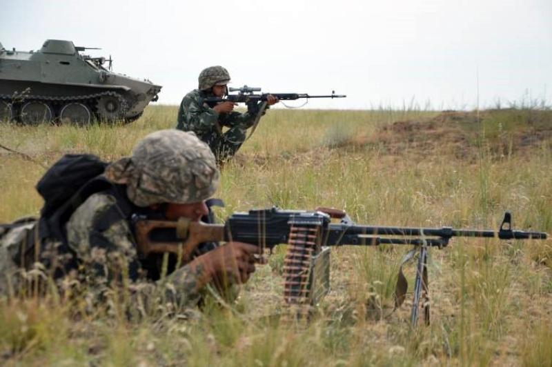 В Вооруженных Силах Казахстана проходят боевые стрельбы взводов