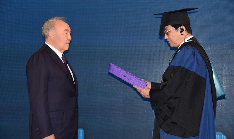 Нурсултан Назарбаев стал почетным доктором японского Университета Цукуба