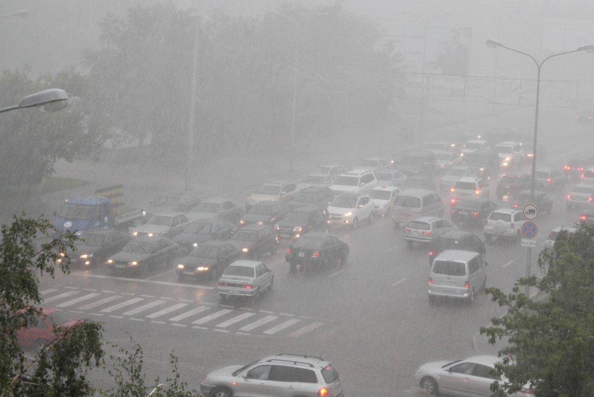 Штормовое предупреждение объявили на ближайшие двое суток в Астане
