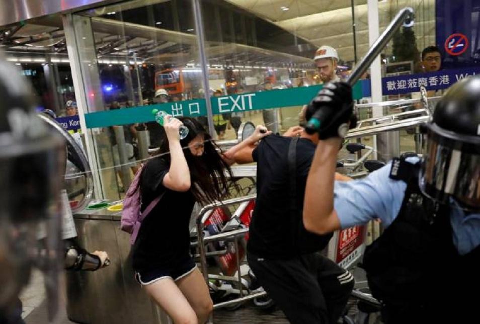 Гонгконгтағы ереуілдер аймақ экономикасын шығынға батыруда