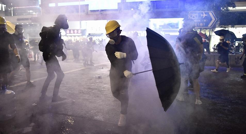 Гонконгтегі ереуіл қақтығысқа ұласты