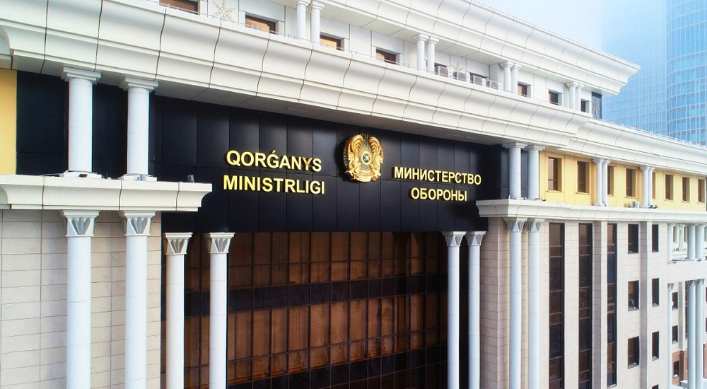 Министр обороны проверил склады ракетно-артиллерийского вооружения Ушаральского гарнизона