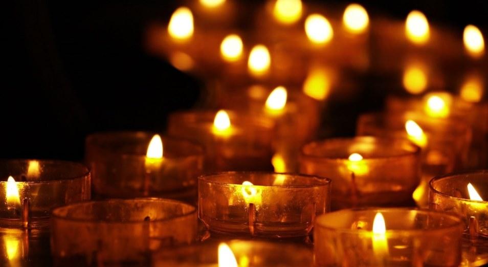 Казахстанцы почтили память о жертвах коронавируса минутой молчания