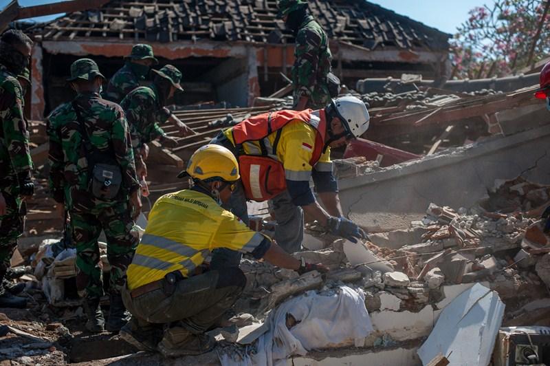 Число жертв землетрясения в Индонезии приближается к 400