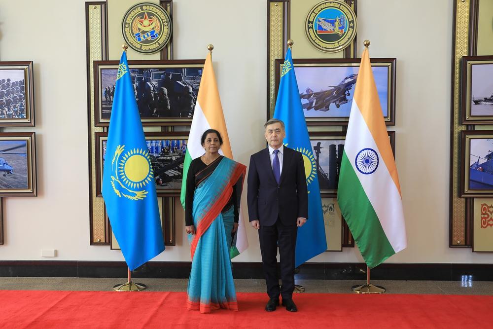 Главы Минобороны Казахстана и Индии обсудили вопросы сотрудничества и миротворческой деятельности