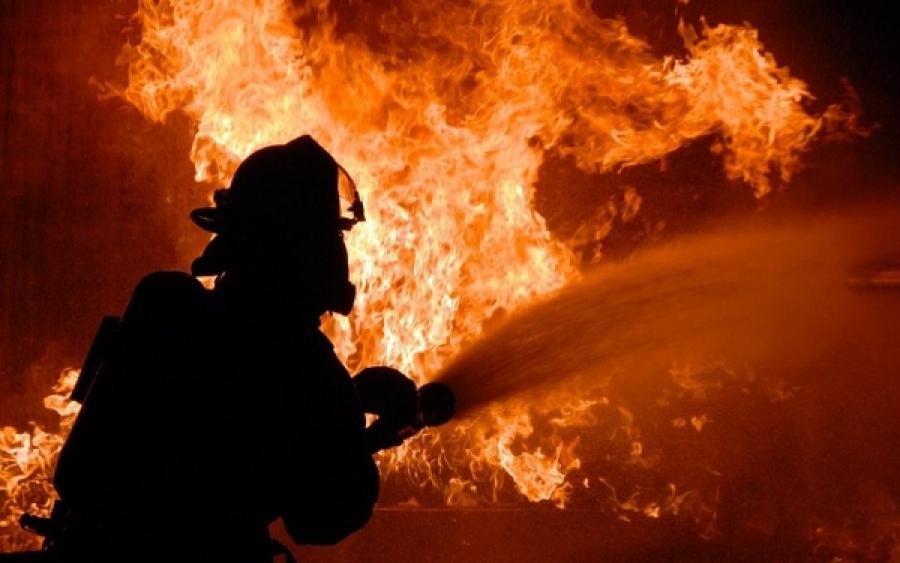 В Нур-Султане горел склад сухих строительных смесей