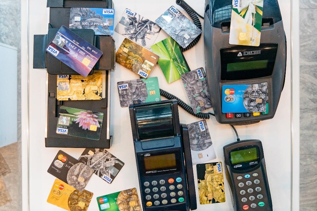 В апреле казахстанские банки выпустили почти 2,5 млн карт