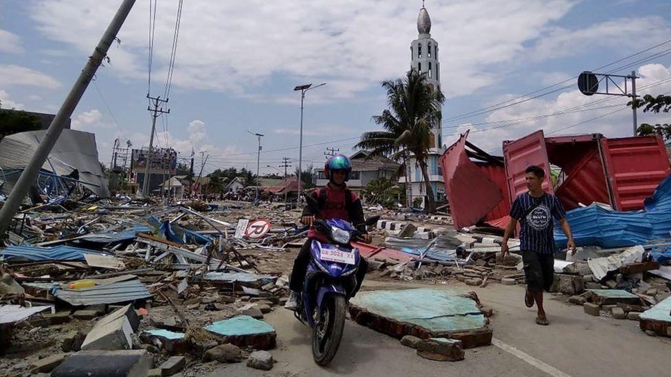 Число жертв землетрясения и цунами в Индонезии превысило 1,5 тыс. человек