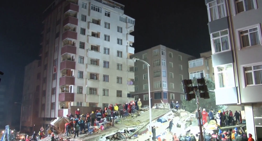 Число жертв обрушения дома в Стамбуле превысило 20 человек