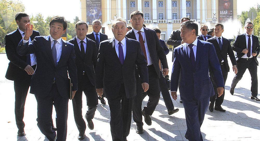 Нурсултан Назарбаев осмотрел реконструированные проспекты Алматы