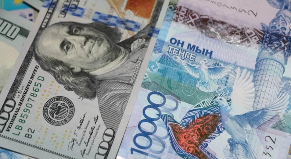 Расходы казахстанцев на покупку долларов выросли в июле вдвое