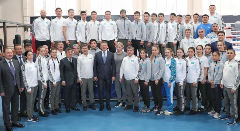 Глава НОК встретился с командой Казахстана по боксу