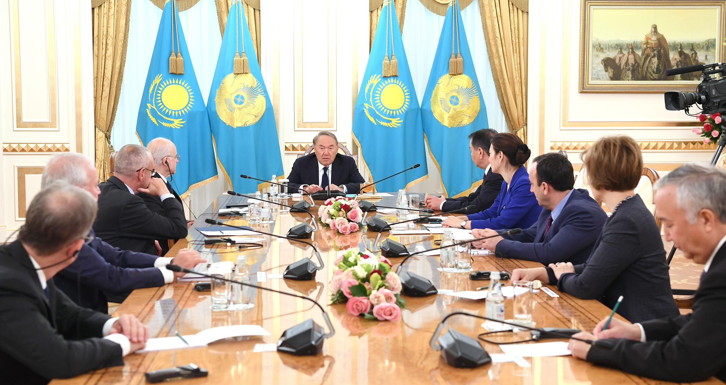 Нурсултан Назарбаев встретился с участниками международной конференции, посвященной Дню Конституции РК