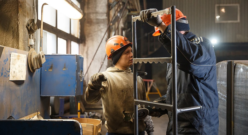 В Казахстане снижается производство десятков видов товаров