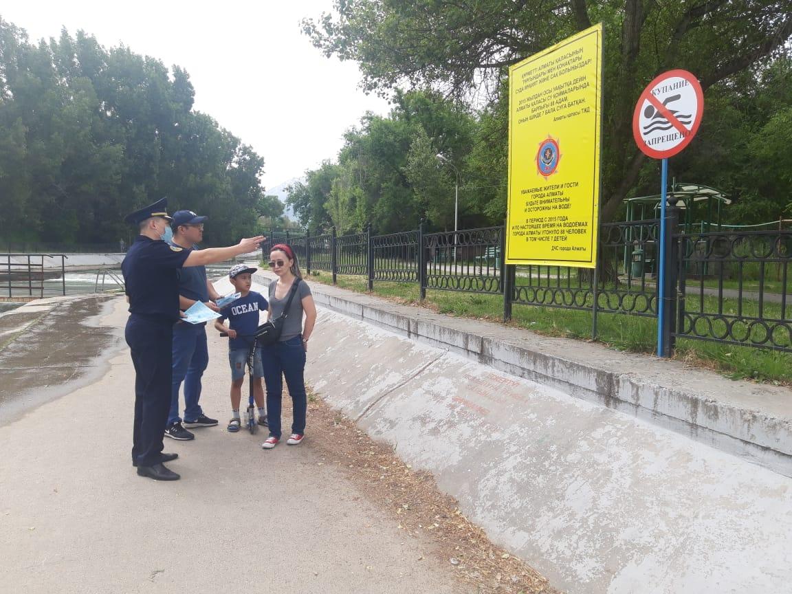 О запрете купания в городских реках напомнили жителям Алматы