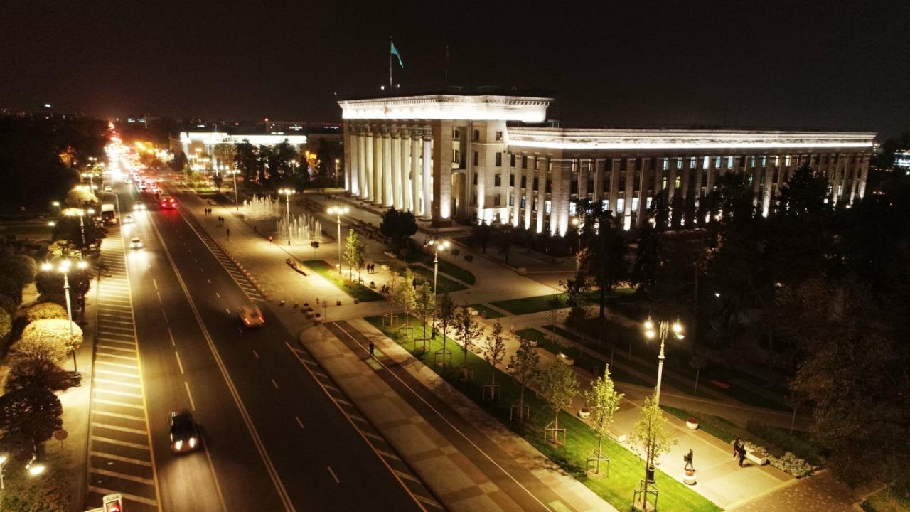 Куда убирают старые опоры освещения в Алматы