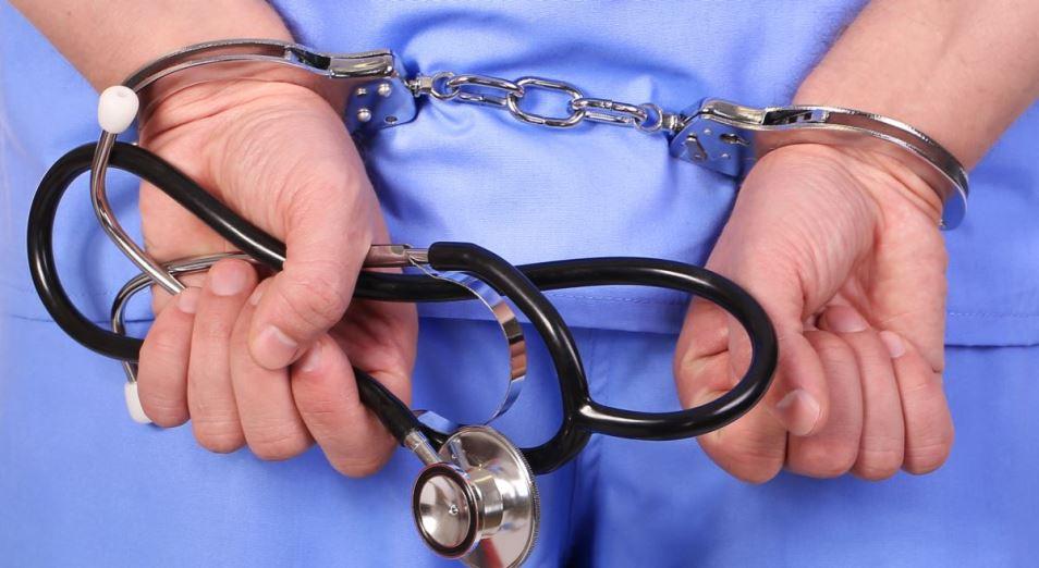 Дело врачей: в Казахстане возбуждены сотни уголовных дел против медиков