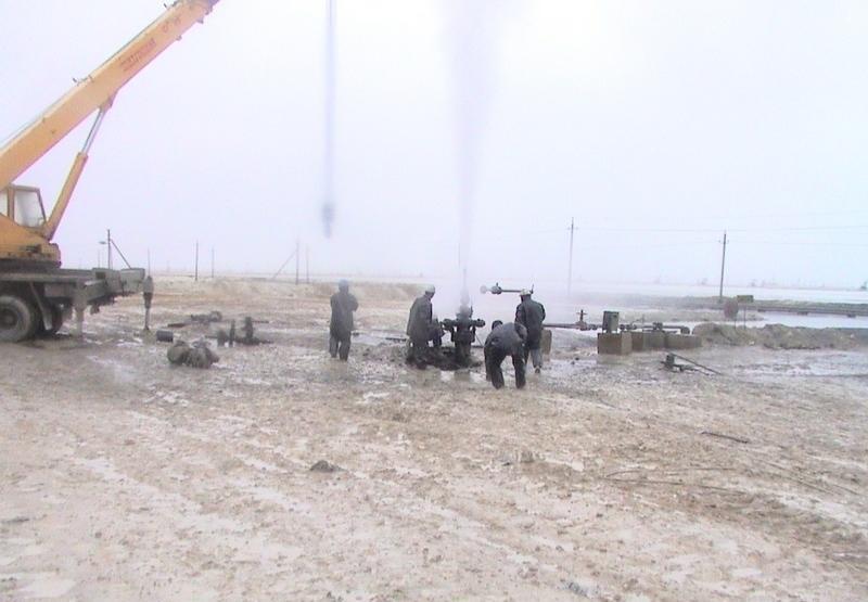 Минэнерго исключило возможность разлива нефти после выброса газоводяной смеси на месторождении Каламкас