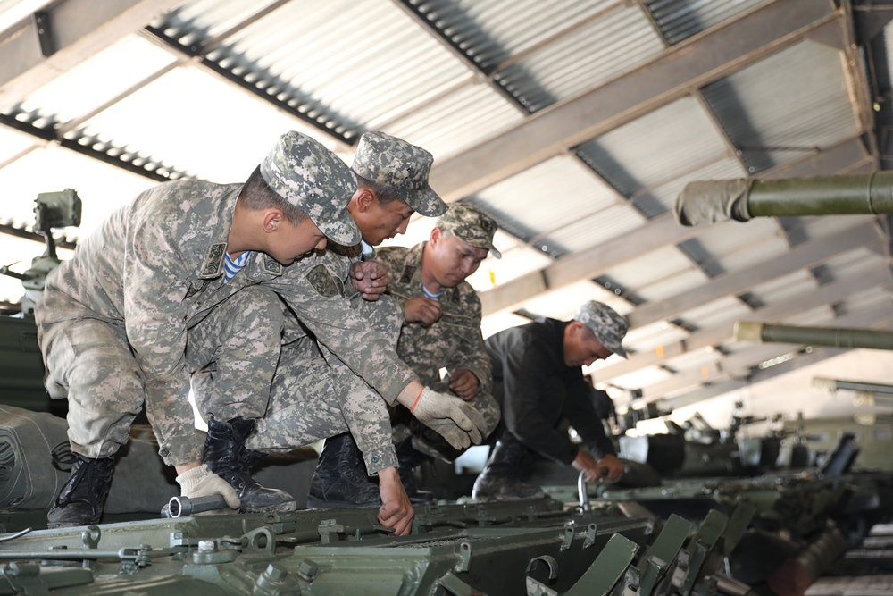 В Вооружённых силах начался перевод военной техники на зимний период эксплуатации
