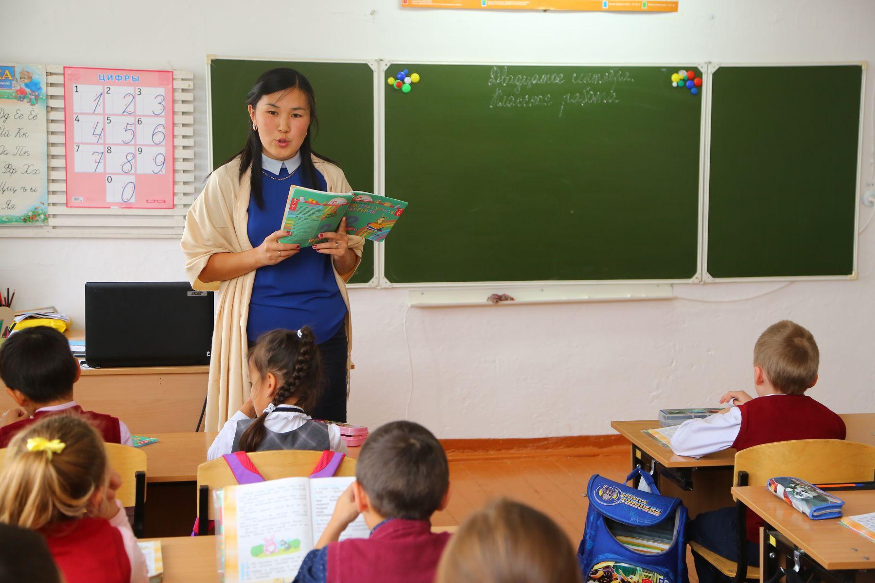 Учителям заработную плату оставляют в полном размере