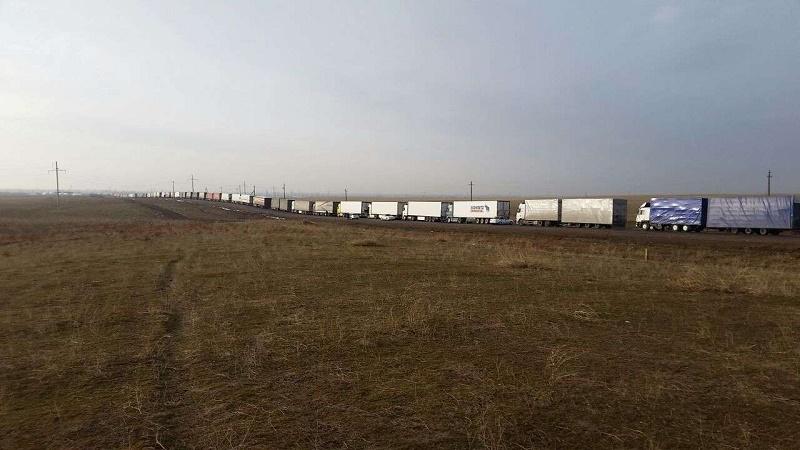 Сотни машин стоят в заторах на казахстанско-узбекской границе