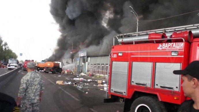В Алматы произошел пожар на «барахолке»