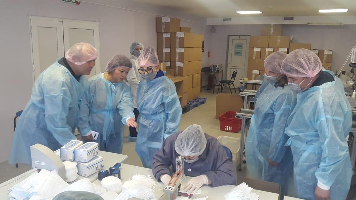 Производитель медмасок в Алматинской области перешел на круглосуточный режим