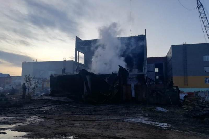 В Петропавловске на стройплощадке сгорел дом