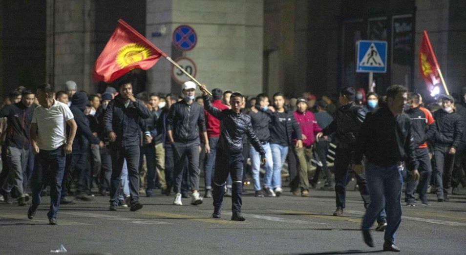 Вооружены и решительны. Что происходит в Кыргызстане после парламентских выборов