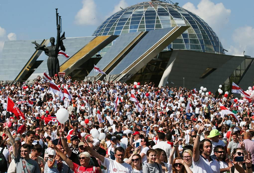 Участники митинга в Минске требуют отставки Лукашенко и перевыборов