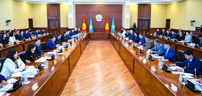 Премьер-министры Казахстана и Кыргызстана изменят статус пропускных пунктов на границе